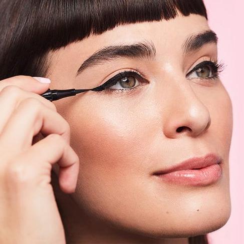 Benefit'ten yepyeni bir ürün; Roller Liner Liquid Eyeliner
