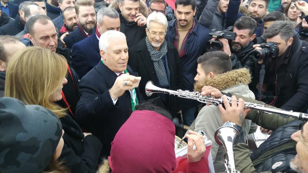 CHP adayına davullu zurnalı karşılama töreni