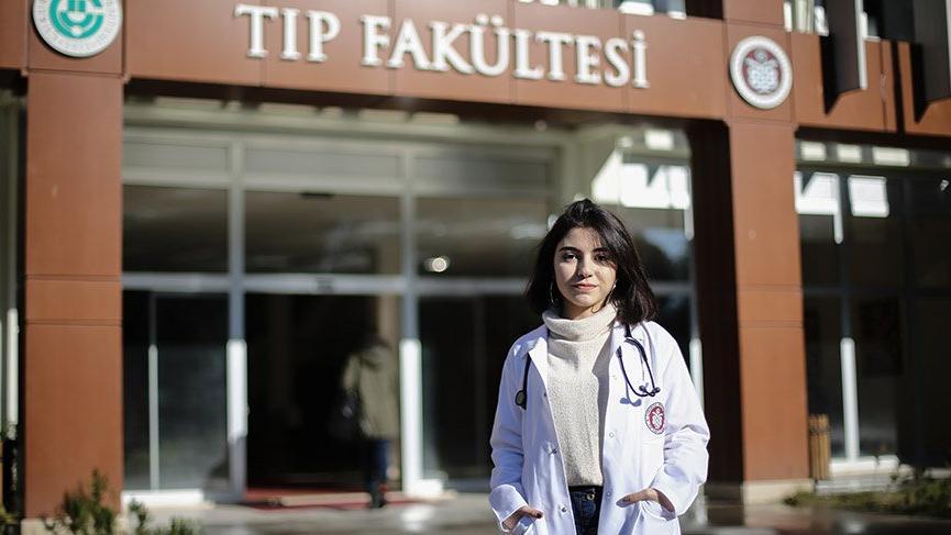 'İlk tüp bebek', doğduğu hastanenin doktor adayı