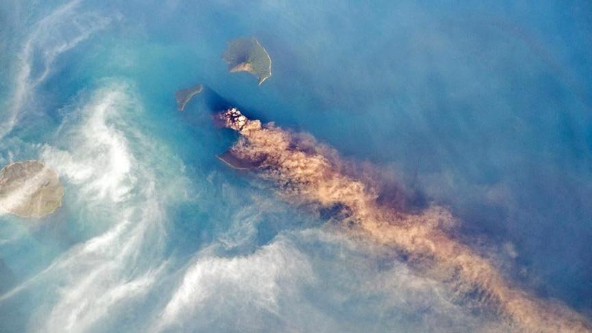 Endonezya'daki yanardağ patladıktan sonra yok oldu