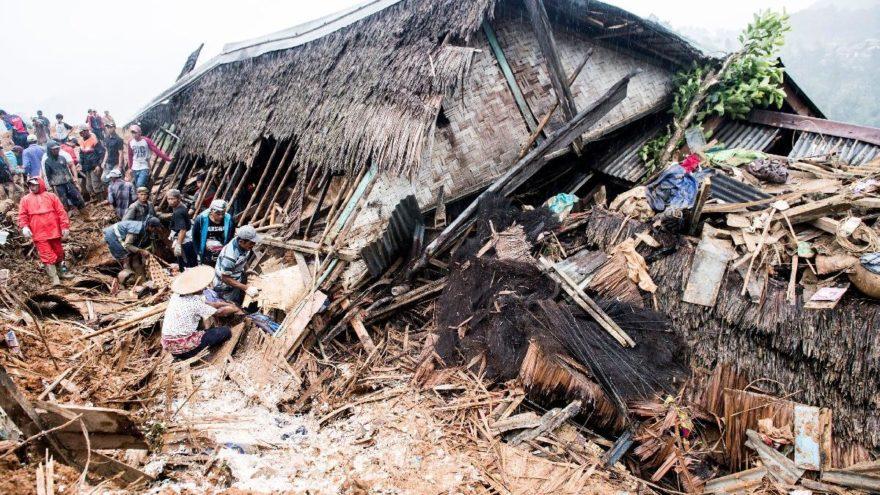 Endonezya'da bir felaket daha: Ölü ve yaralılar var