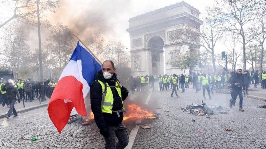 Fransa Ombudsmanı biber gazının yasaklanmasını istedi