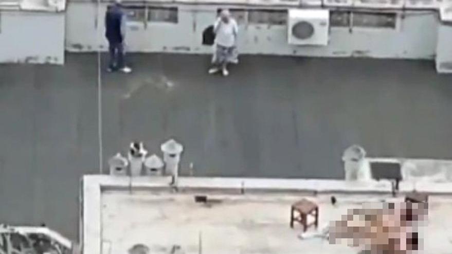 Böyle olay görülmedi: Önce çatıda seviştiler daha sonra el salladılar