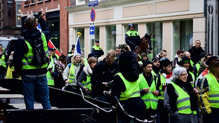 Hollanda'da sarı yelekliler yine sokaklardaydı