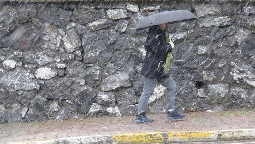 İstanbul'un Anadolu Yakası'nda kar yağışı etkili oluyor