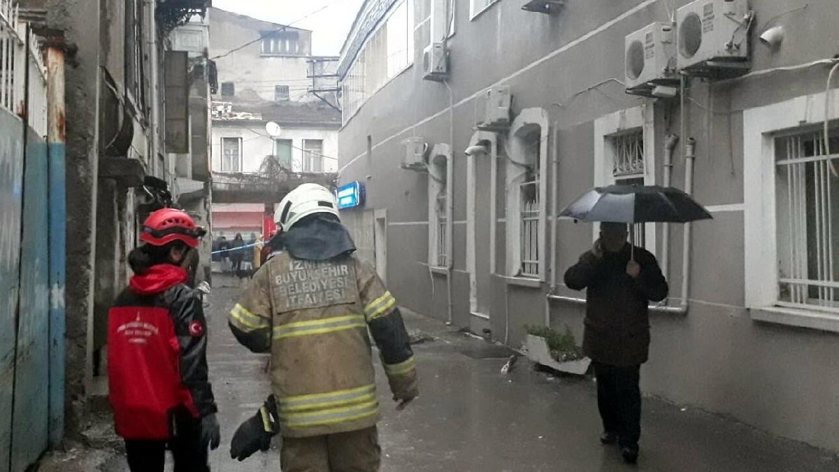 İzmir'de bina çöktü! 1 kişi hayatını kaybetti