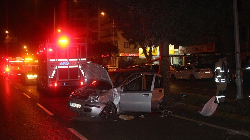 Otomobil elektrik direğine çarptı! Bir ölü, 2 yaralı