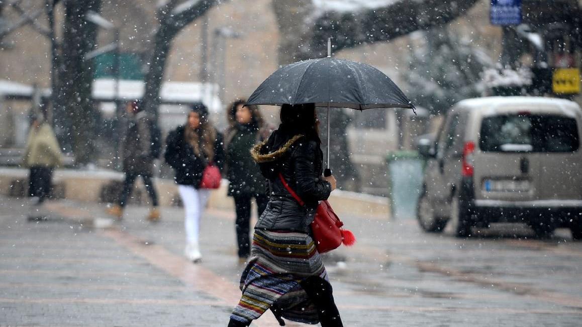 Kar tüm yurdu etkisi altına aldı! Meteoroloji'den uyarı üstüne uyarı geldi!