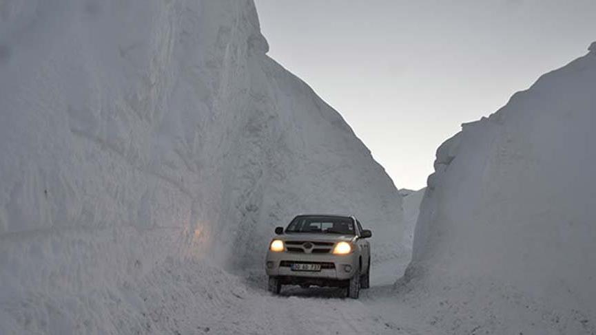 Kar kalınlığı 4 metreyi aştı ve kardan tüneller oluştu