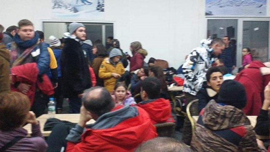 Kayak merkezinde yaklaşık 100 kişi mahsur kaldı!