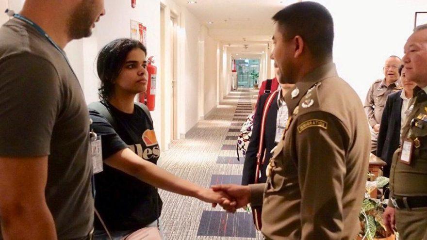 Havalimanında alıkonulan genç kıza iki ülkeden iltica hakkı