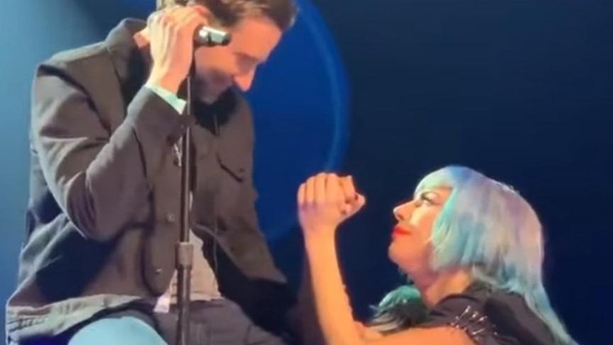 Lady Gaga ve Bradley Cooper'ın Las Vegas'taki düeti sosyal medyayı salladı