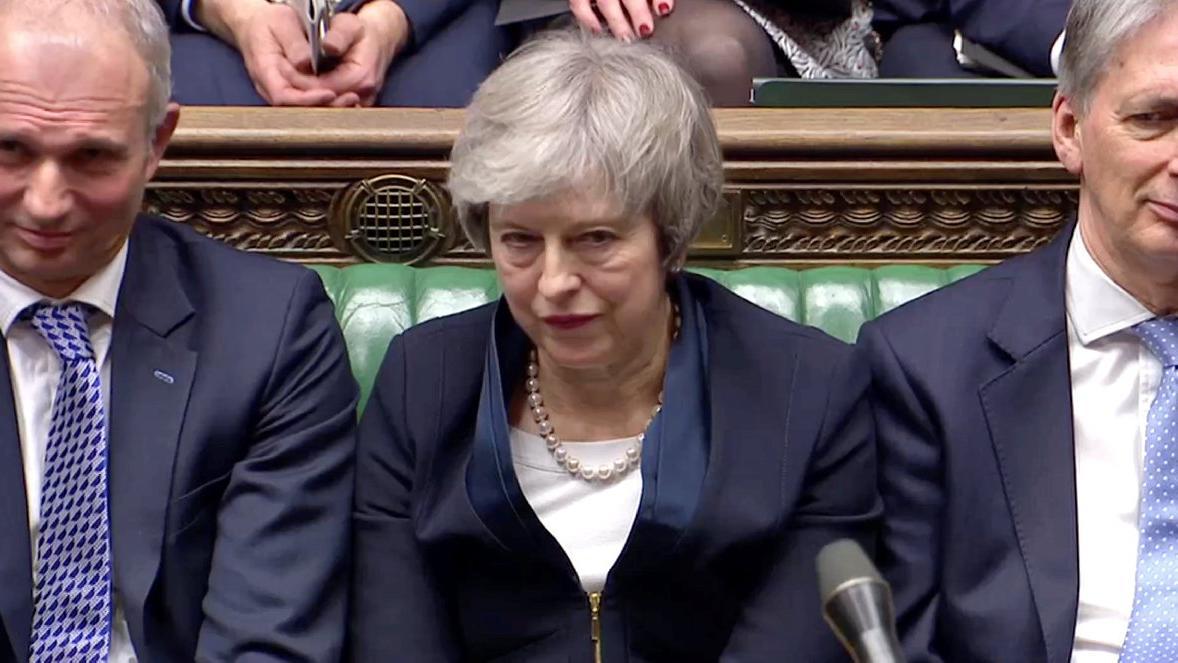 İngilizler başbakanı topa tuttu: Tarihi aşağılanma... Oylama sonrasında 4 senaryo var