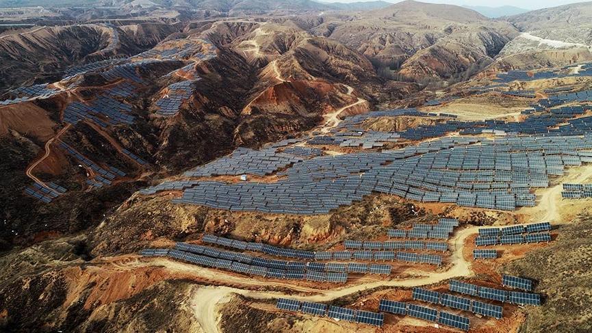 Çin'de dev güneş panelleri tarlaları