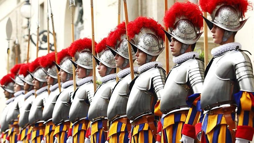 500 yıldır Papa'yı koruyan İsviçreli muhafızlar