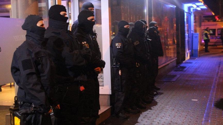 Alman polisi nargile bar ve kafelere baskın düzenledi