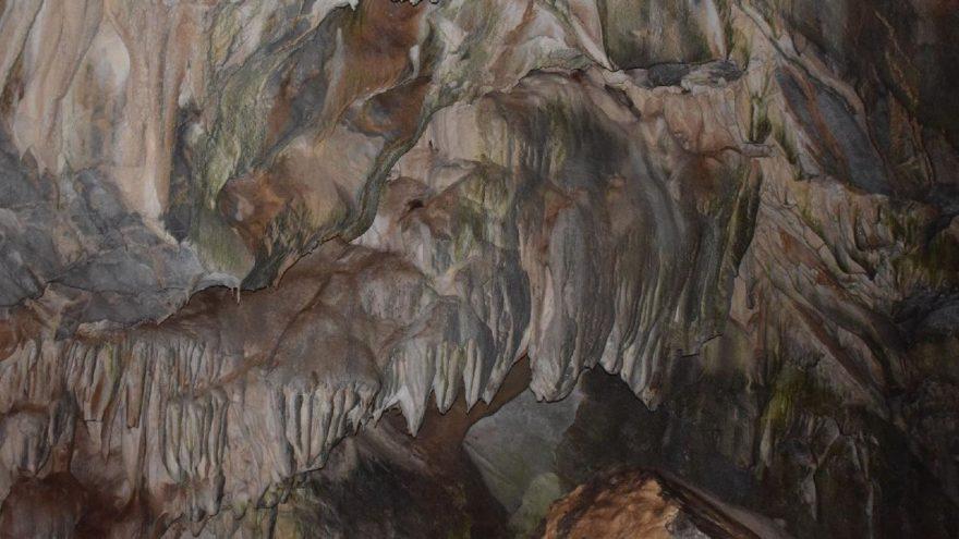 Liseli dağcılar, Hakkari'de mağara buldu
