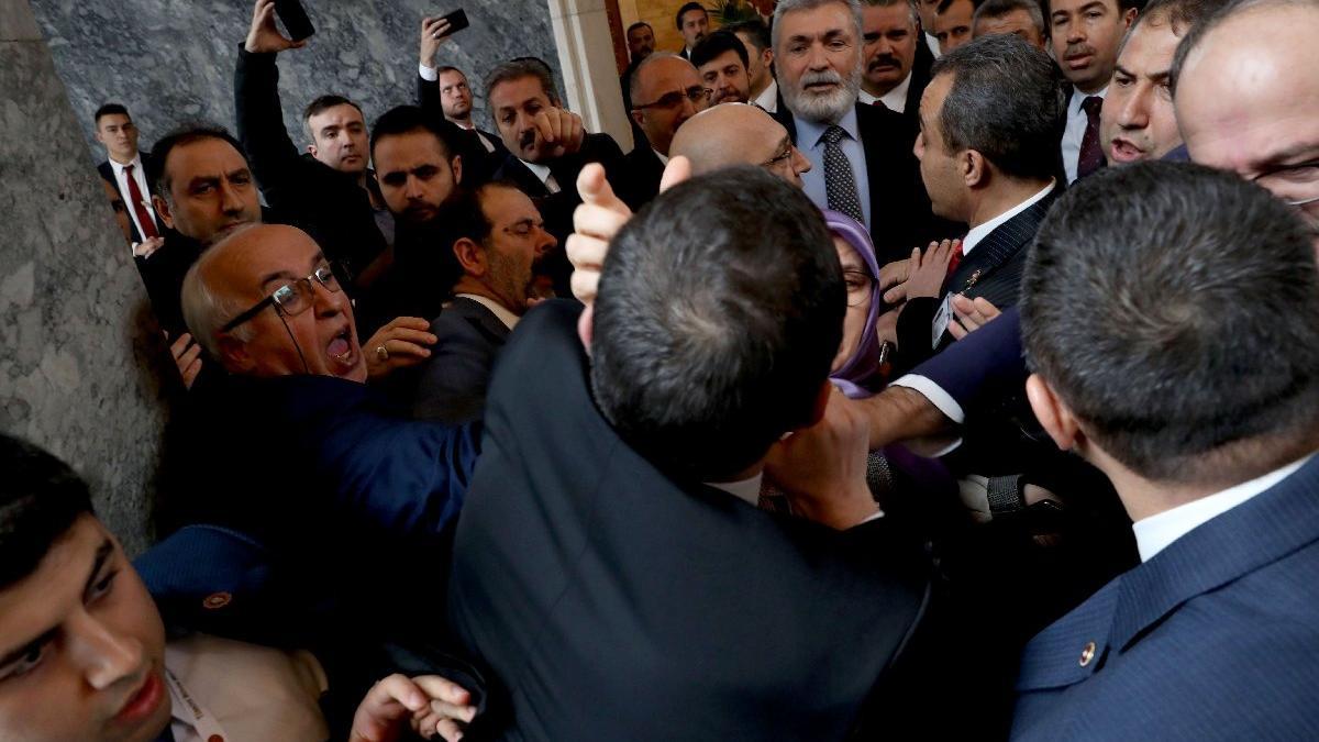 Son dakika.. Meclis'te kavga! AKP'li ve HDP'li vekiller birbirine girdi