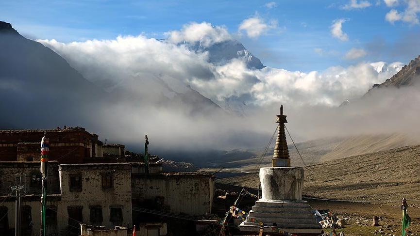 Dünyanın tepesindeki manastır: Rongbuk