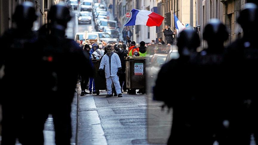 Sarı yelekliler eylemlerin onuncu haftasında da sokaklarda