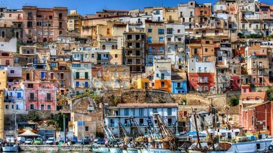 Turizm cennetinde 1 dolara satılık evler!