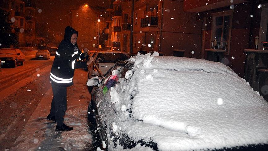 Meteoroloji uyarmıştı! Kar başladı, okullar tatil edildi!