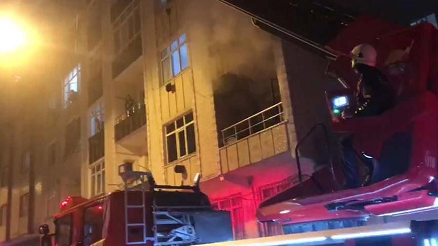Bağcılar'da korkutan yangın! Mahsur kalan 5 kişi kurtarıldı