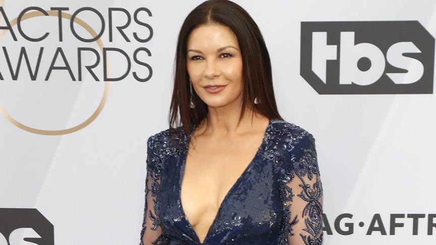 Catherine Zeta Jones 25. SAG Ödülleri'ne damga vurdu
