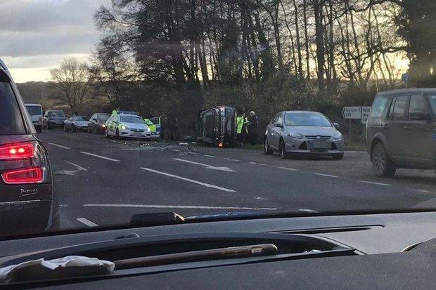 Prens Philip'in geçirdiği kaza sonrasında aracının yan yattığı gözler önüne serildi.
