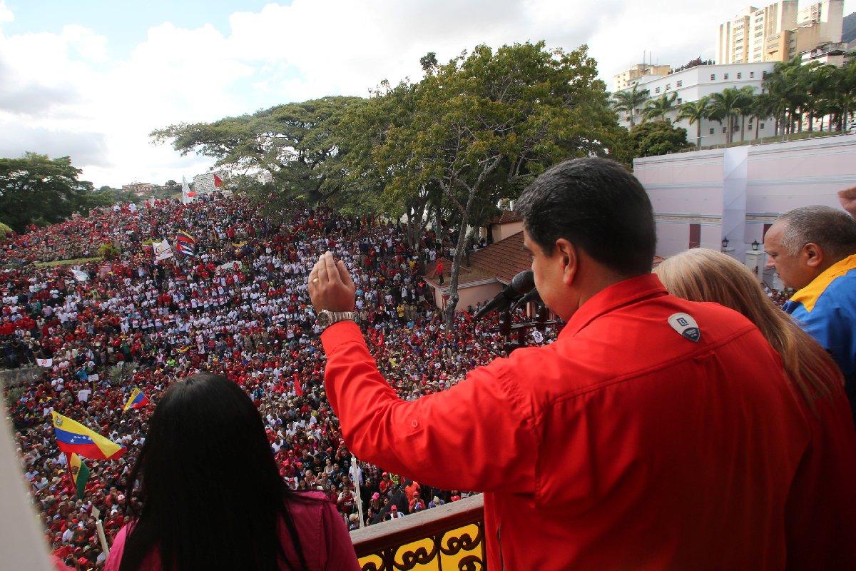 Maduro, Caracas'ta düzenlenen etkinlikte konuştu. Maduro, diktatör Marcos Perez'in görevden alınmasının 61'inci yılını kutladı.