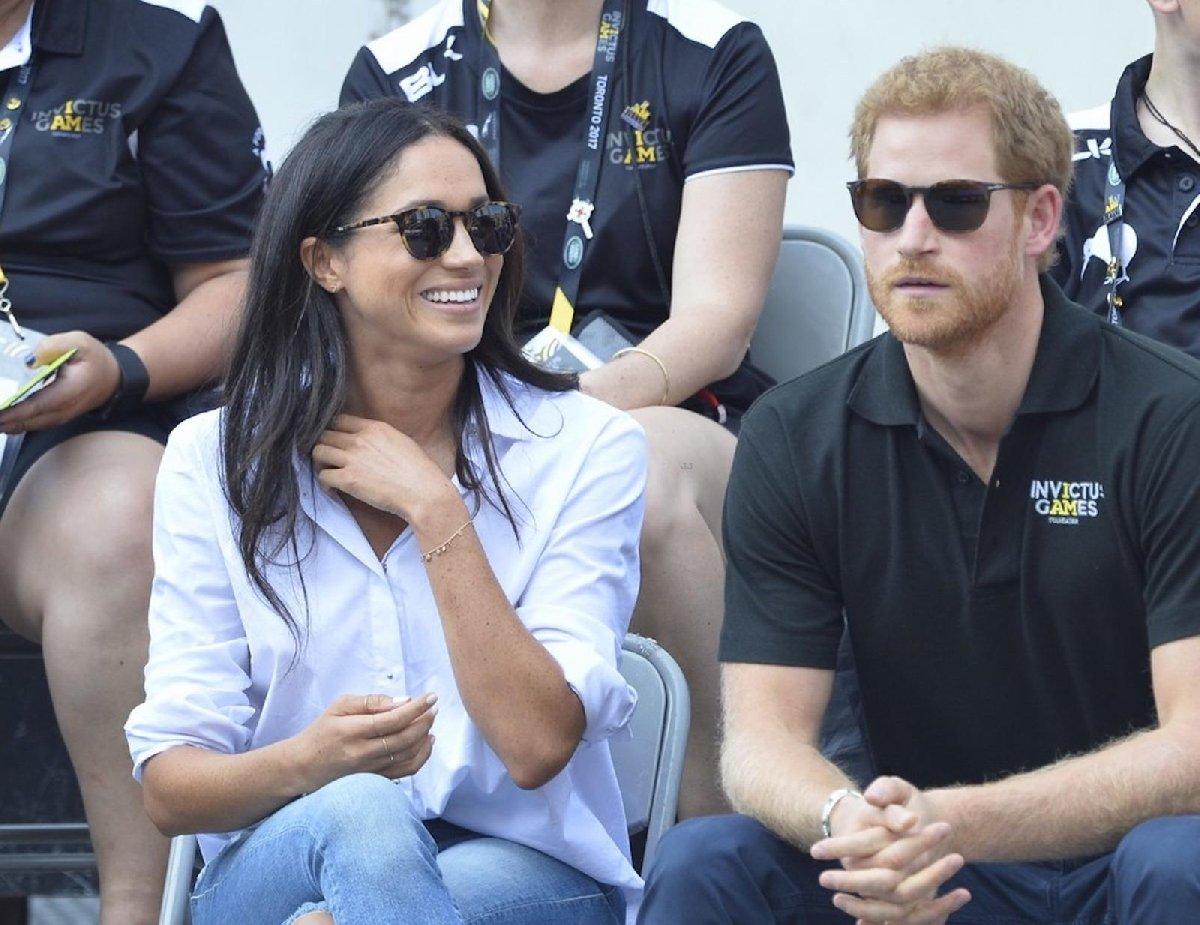 Prens Harry, Fatma'nın Eli yüzüğü dışında bir de bu bilekliği hediye etti.