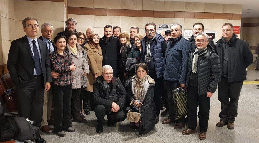 Deniz Kurmay Albay Özenalp'in ailesi ve yakınları mahkeme salonundaydı.