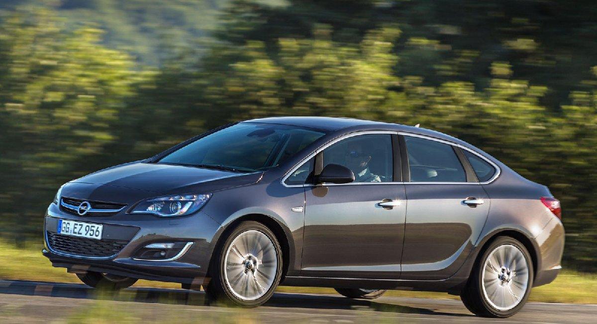 opel-astra_sedan-2013-1600-03-kopya