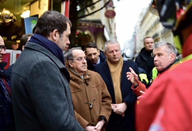Fransa Başbakanı Philippe, olay adina gelerek bilgi aldı.