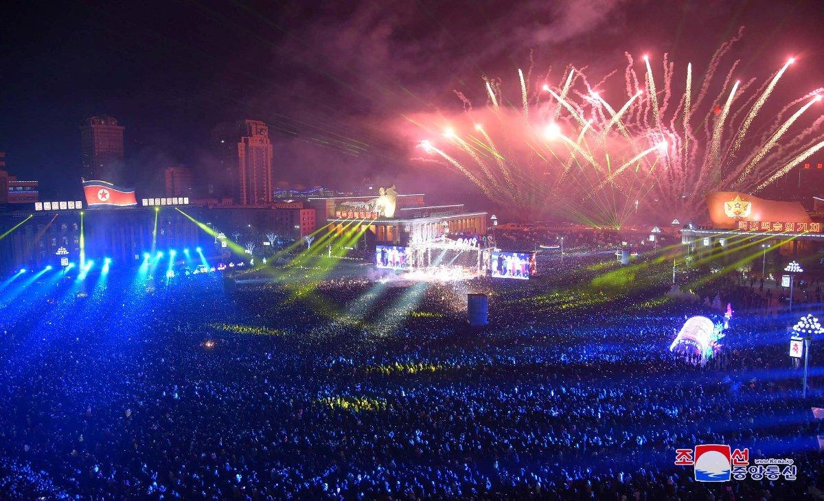 Kuzey Kore'nin başkenti Pyongyang'ta görkemli bir kutlama düzenlendi.