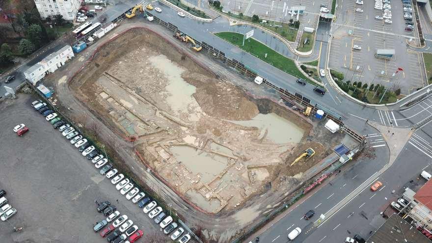 Otel inşaatı için yapılan çalışmalar sırasında korunması gereken kültür varlıkları çıktı. Foto: DHA