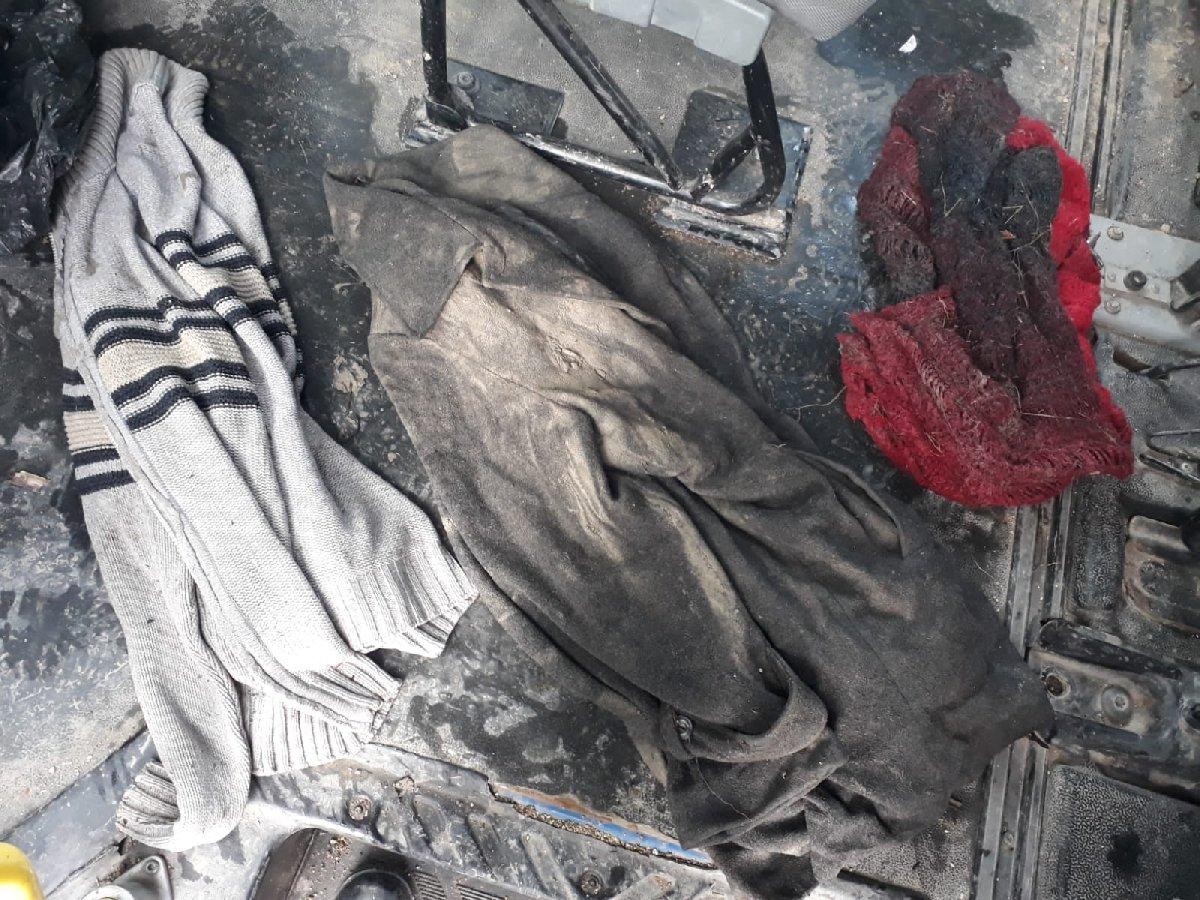 Antalya'nın Kemer ilçesinde, hortum nedeniyle dereye sürüklenen otomobilde kaybolan ve arama çalışmaları devam eden üniversite öğrencisi Kader Buse Acar'ın çantası kayalıklarda bulundu.