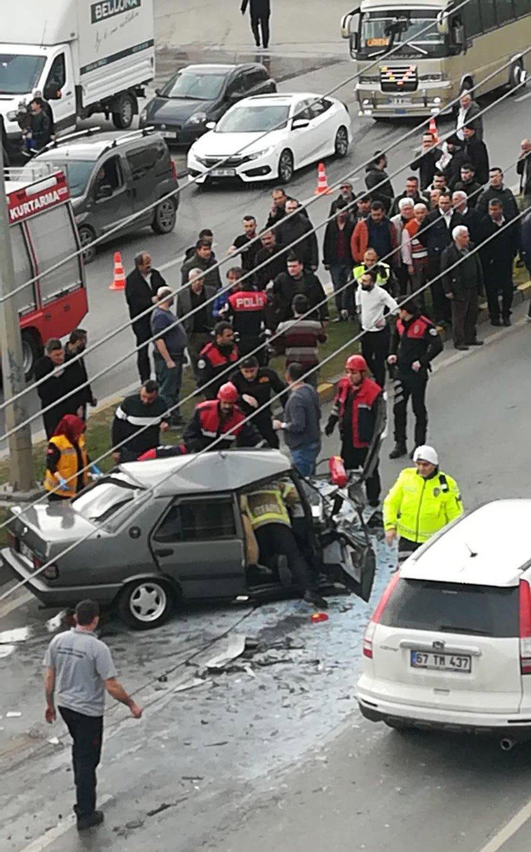 Zonguldak'ın Ereğli ilçesinde, otomobil ile tırın çarpışması sonucu bir çocuk hayatını kaybetti, 2 kişi yaralandı. FOTO:AA