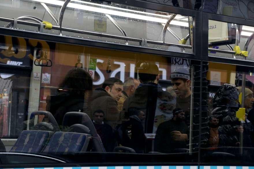 Kadın yolcu 'telefonum çalındı' dedi. Şoför otobüsün kapılarını kilitledi. Foto: DHA