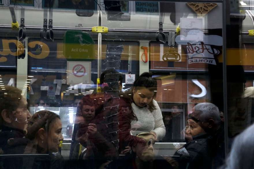 Yapılan aramada çalınan cep telefonu bulunamadı. Foto: DHA
