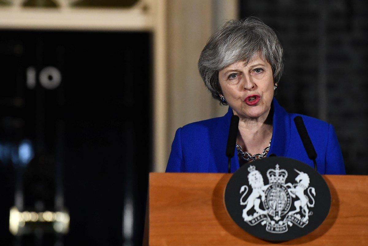 Brexit süreci boyunca İngiltere Başbakanı Theresa May'e destek azaldı.