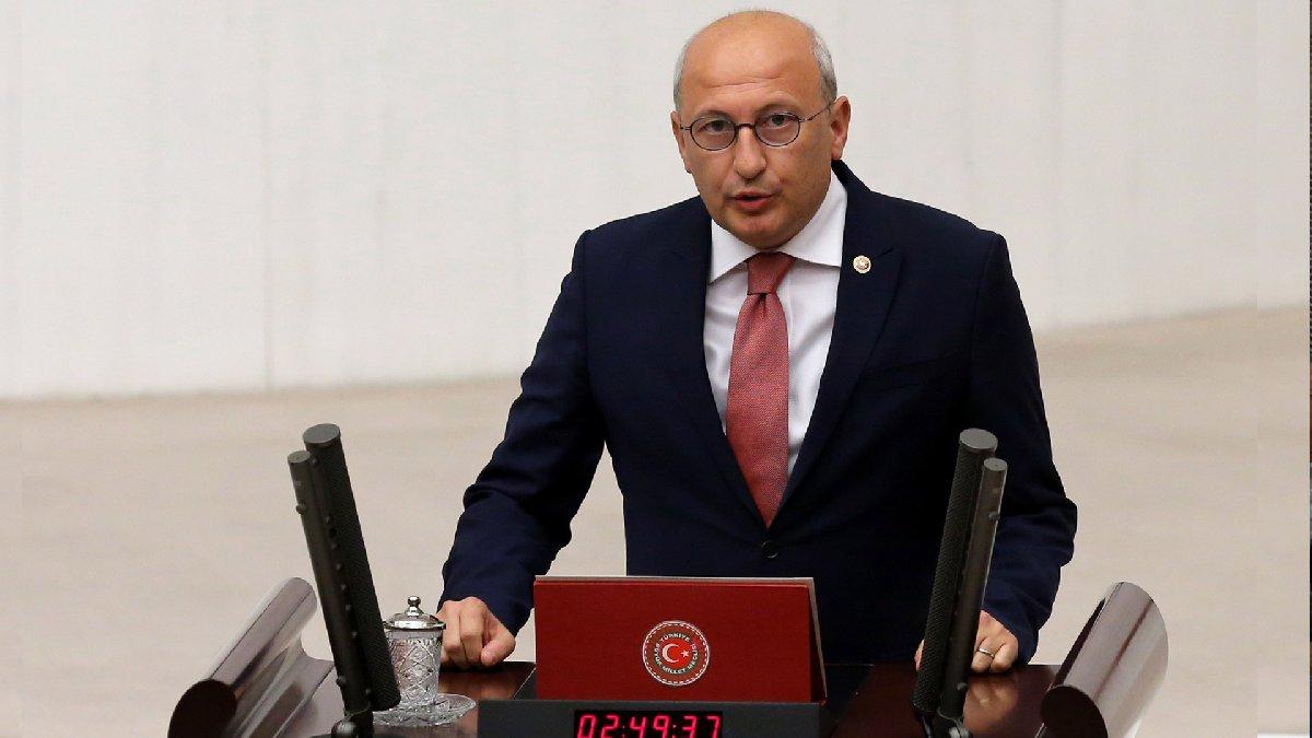 Utku Çakırözer, Türkiye'den yurt dışına göç edenlerin sayısının yüzde 63 arttığını ve göç edenlerin sayısının 113 bine ulaştığını açıkladı.