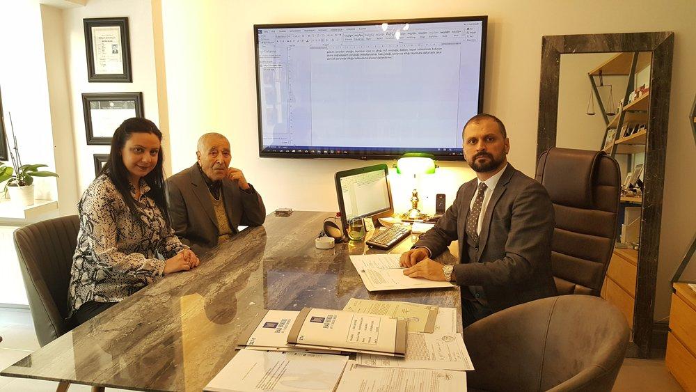 FOTO:SÖZCÜ - Avukat Halil Demir, İETT hakkında suç duyurusunda bulundu.