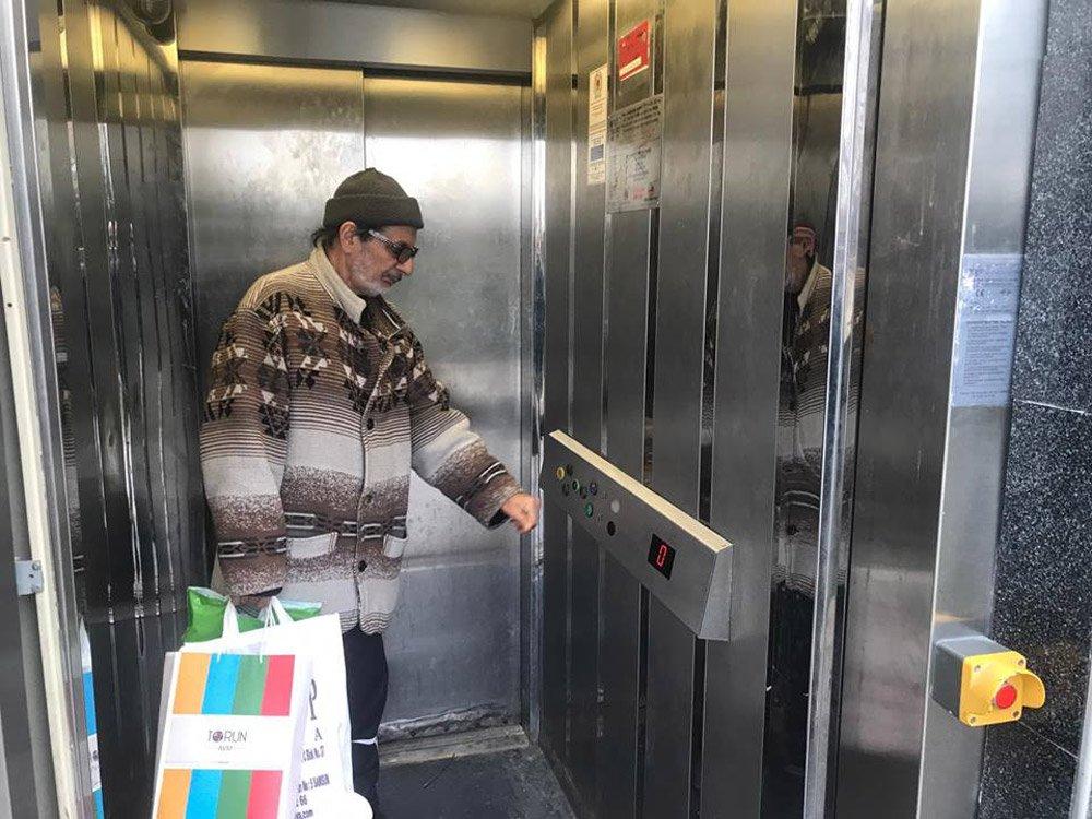 FOTO:SÖZCÜ - Asansör vatandaşlar tarafından kullanılmaya devam ediyor.