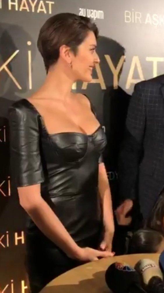 Kıyafetini Gianvito Rossi stilettolarla kombinleyen Korel'in stili sosyal medyada da beğeni topladı. ile ilgili görsel sonucu
