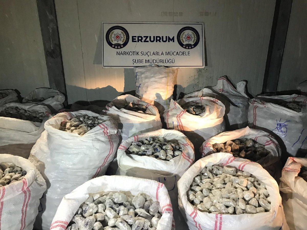 FOTO: AA - Erzurum'da 23 Ocak'ta düzenlenen operasyonla 1 ton 535 kilo eroin yakalandı. Yakalanan miktarın Cumhuriyet tarihinin yeni bir rekoru olduğu belirtildi.