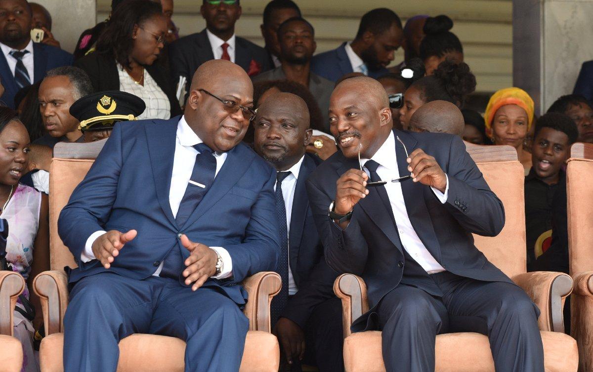 Demokratik Kongo Cumhuriyeti'nin görevi yeni hükümete bırakacak lideri Joseph Kabila, yeni devlet başkanı Felix Tshisekedi (solda) ile beraber.