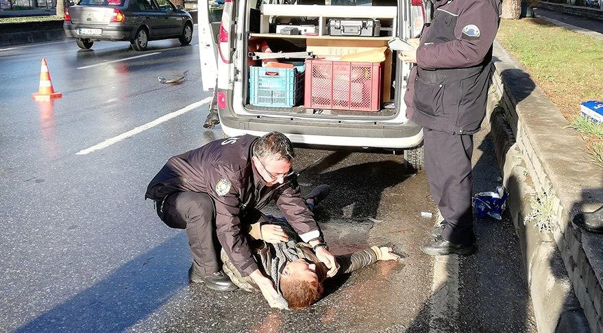 Kazaya karışan ticari aracın 19 yaşındaki sürücüsü, yaşadığı şok ve üzüntü nedeniyle bayıldı. Foto: İHA