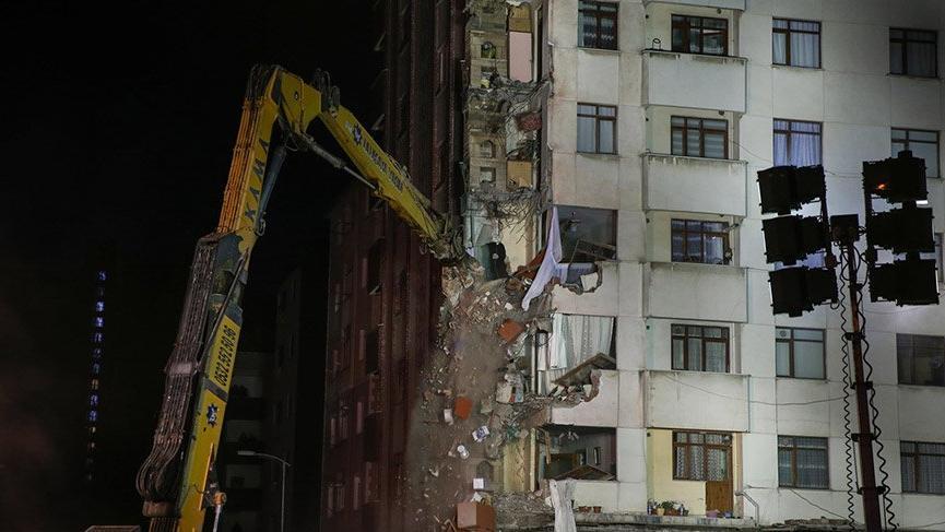 Son dakika: İstanbul Kartal'daki binaların yıkımına başlandı