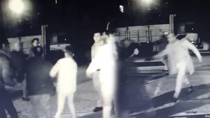 Yol verme tartışması kanlı bitti: Baba ve oğul silahla vuruldu